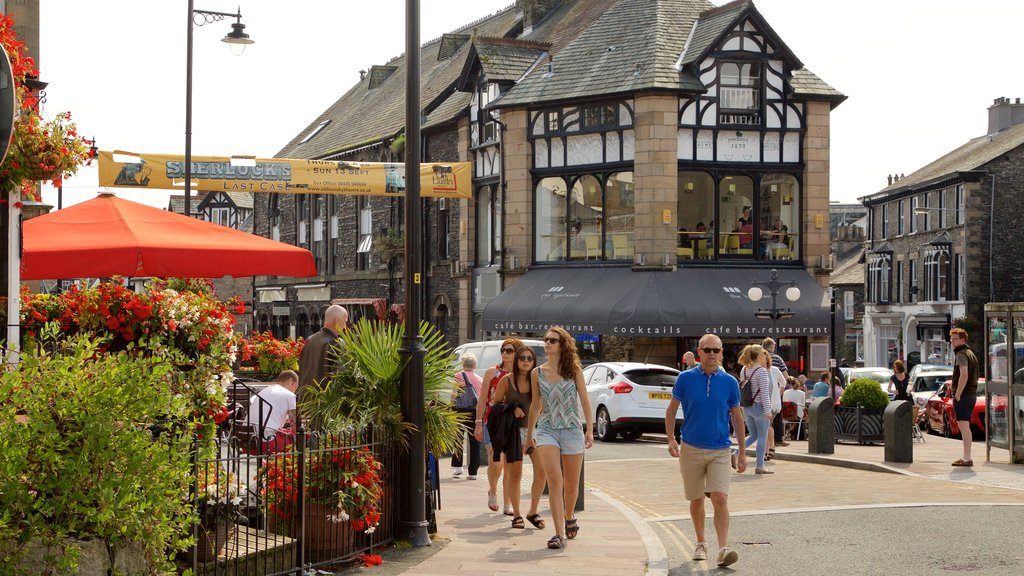 Windermere showing heritage architecture and street scenes as well as a large group of people