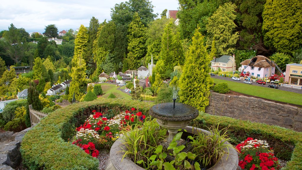 Babbacombe Model Village and Gardens featuring flowers and a park