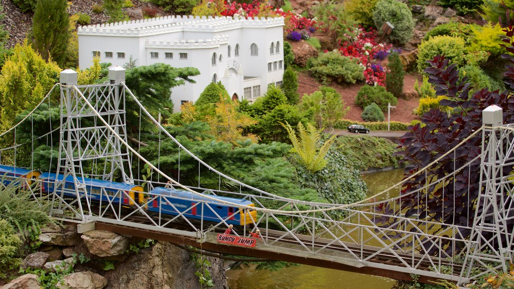 Babbacombe Model Village and Gardens featuring a park, a bridge and railway items