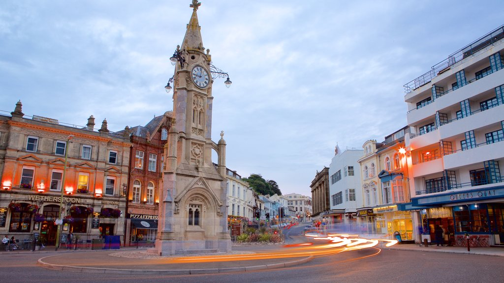 Torquay featuring a coastal town and street scenes