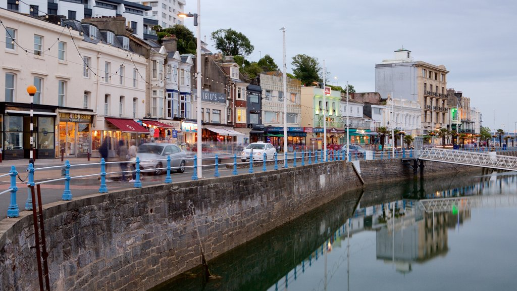 Torquay featuring street scenes and a coastal town