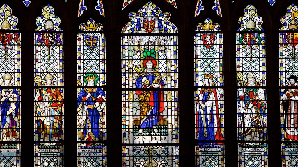 Catedral de Exeter mostrando elementos religiosos, arte y una iglesia o catedral