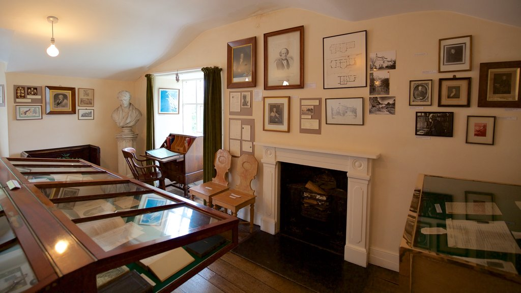Rydal Mount que incluye elementos del patrimonio y vistas interiores
