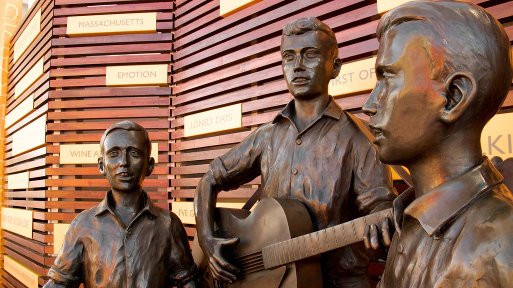 Bee Gees Way showing a statue or sculpture and outdoor art
