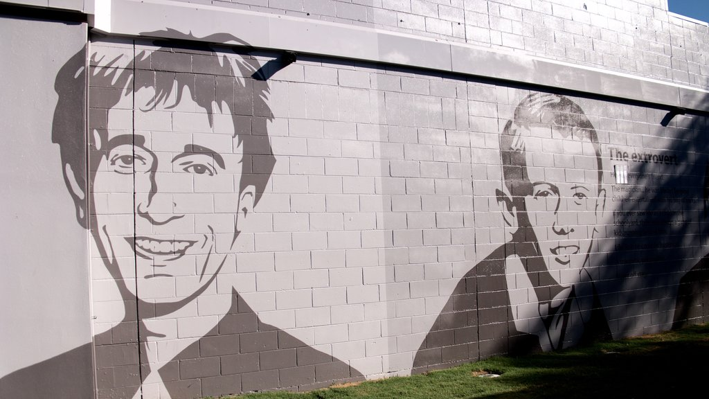 Bee Gees Way showing outdoor art