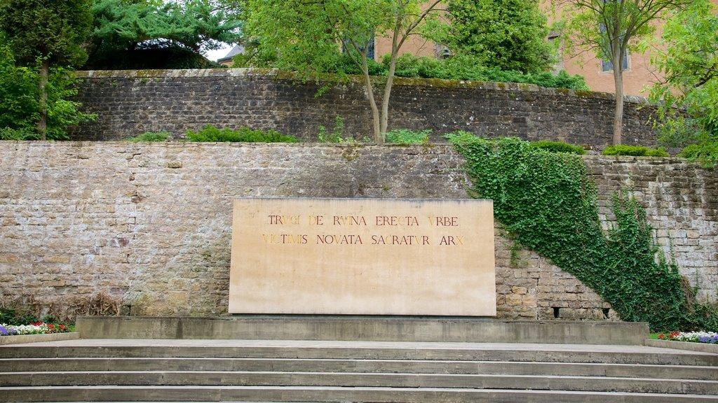 Echternach showing a memorial