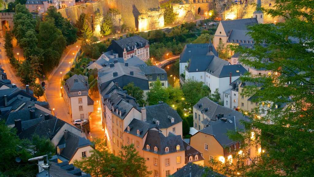 Luxembourg which includes heritage architecture, a city and night scenes