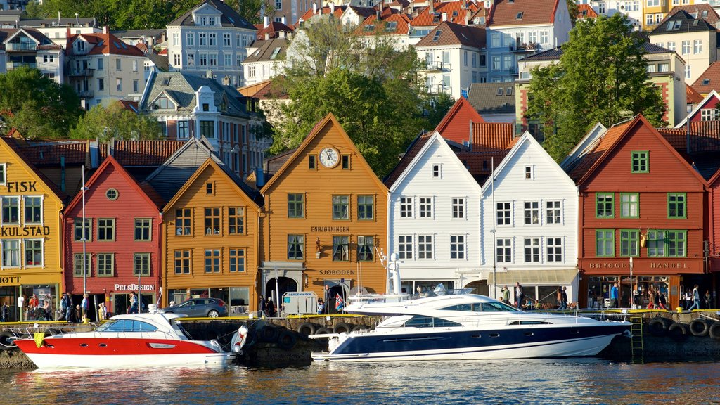 Bryggen which includes a coastal town and boating