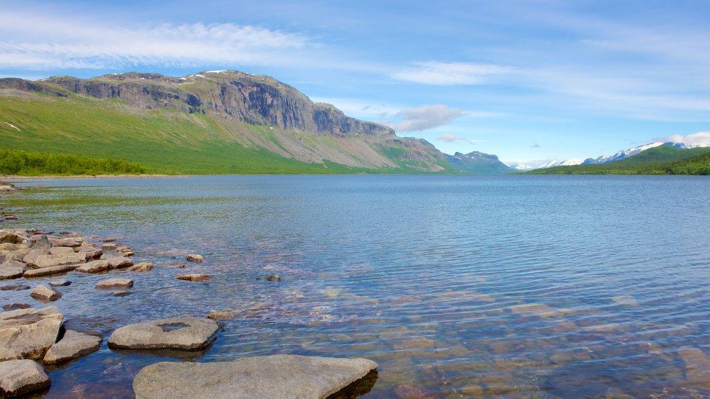 Parque Nacional de Stora Sjofallet que incluye un lago o abrevadero