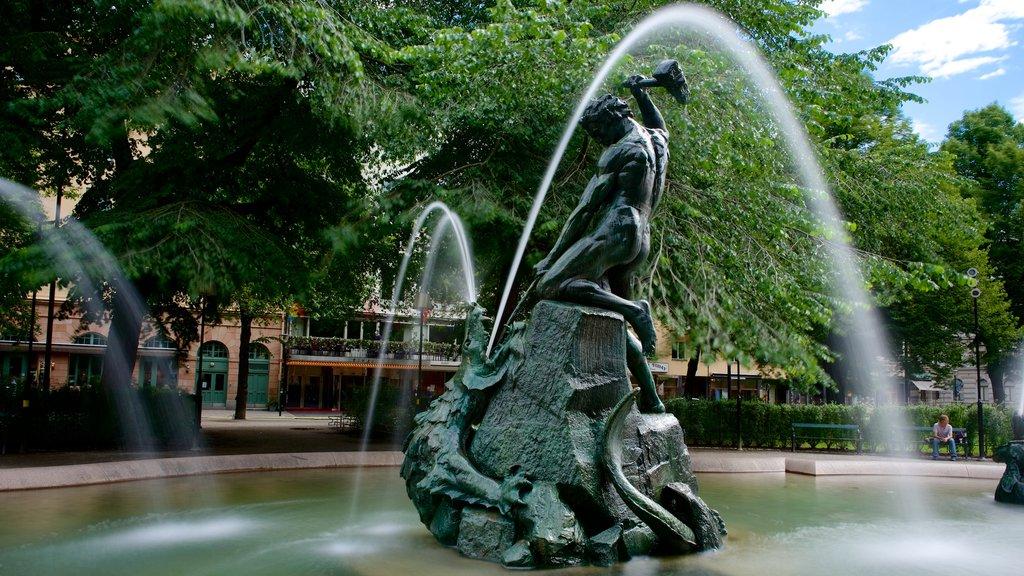Maria Square featuring a fountain