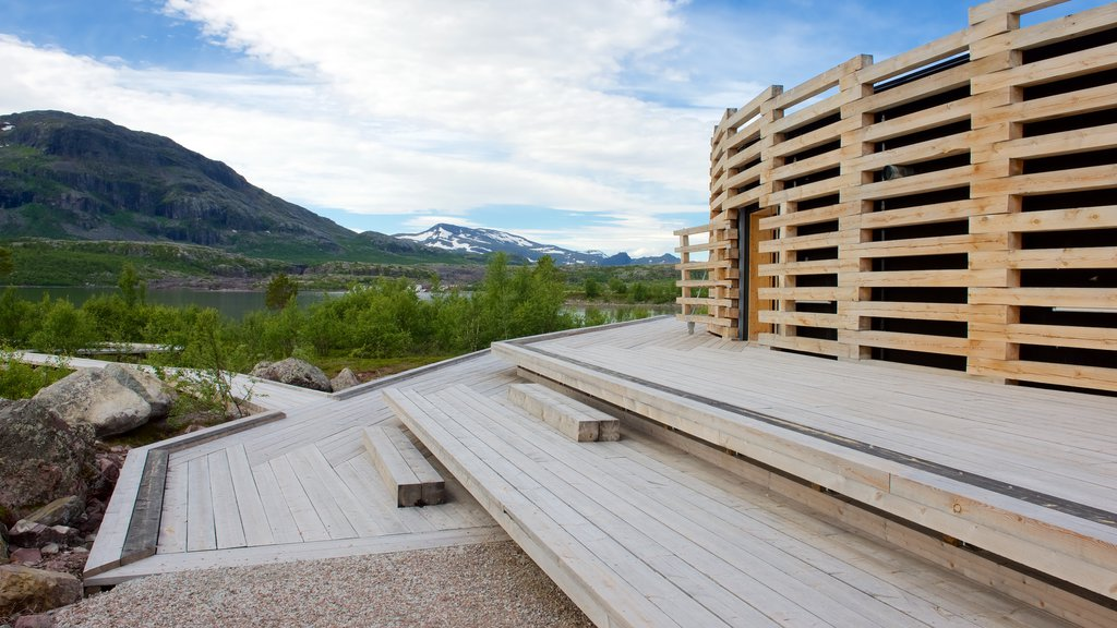 Parque Nacional de Stora Sjofallet que incluye arquitectura moderna