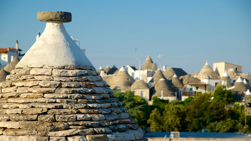 Alberobello showing a city and heritage architecture