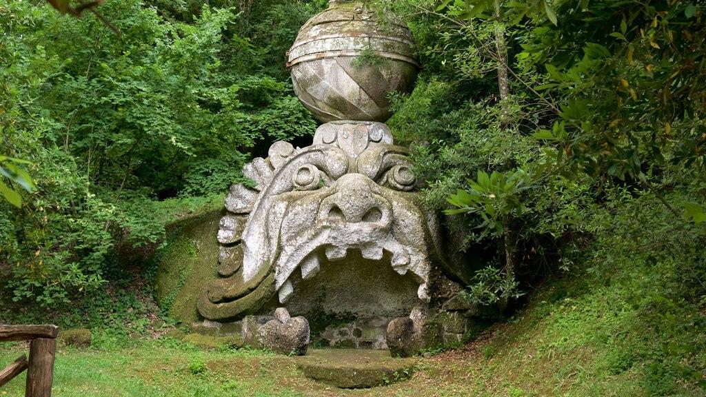 Parco dei Mostri ofreciendo una estatua o escultura