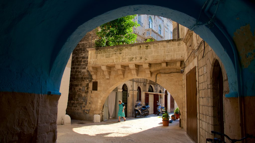 Bari featuring heritage architecture
