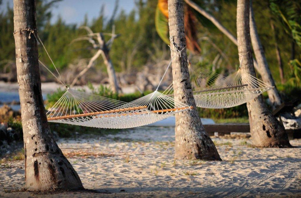 Hängematten am Strand auf den Bahamas
