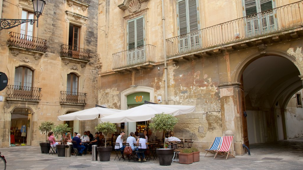 Lecce showing outdoor eating and heritage architecture