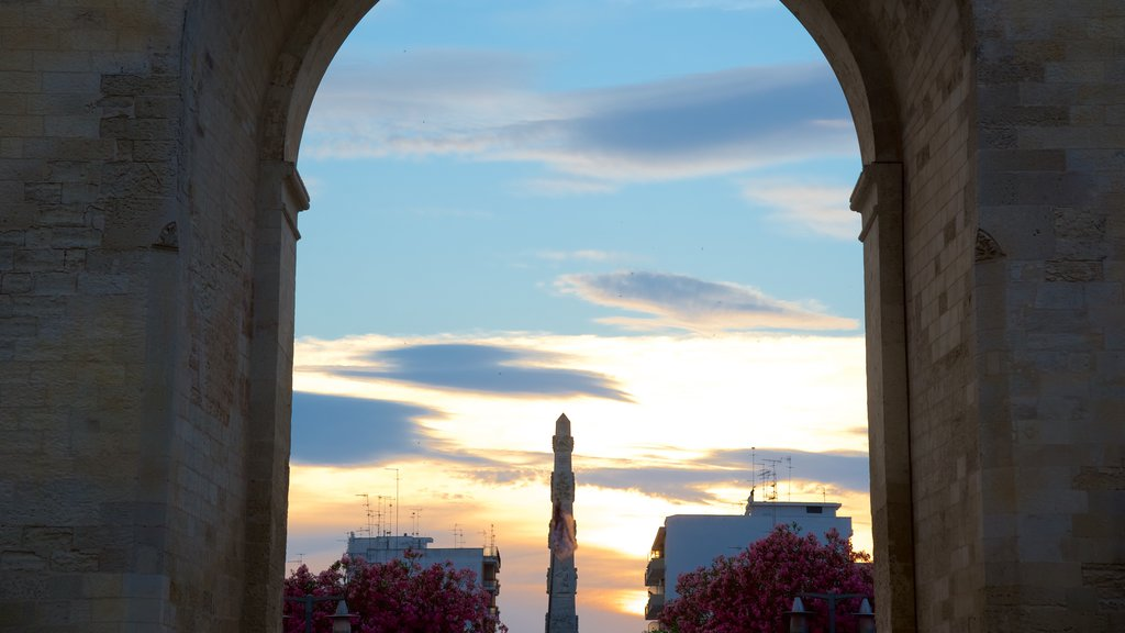 Arco di Trionfo which includes a sunset