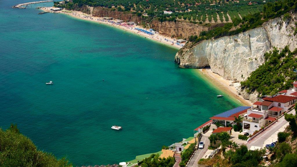 Península Gargano mostrando vistas generales de la costa y una playa