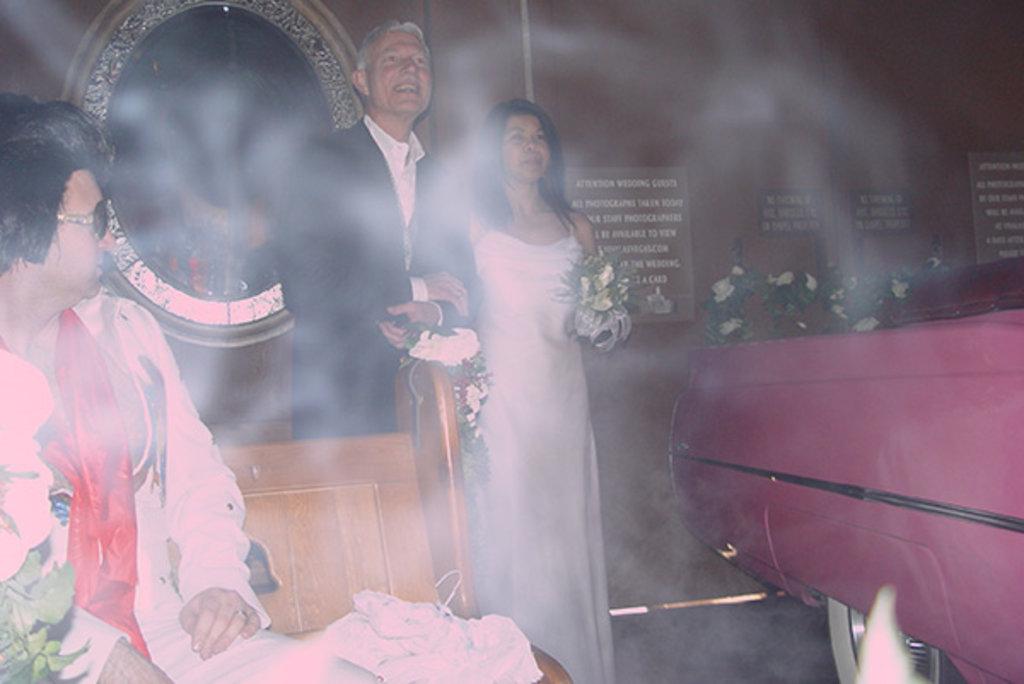 Brautvater, Braut und Kunstnebel: Party liegt in der Luft, Heiraten in Las Vegas