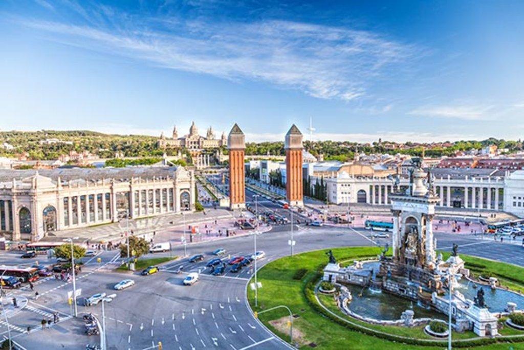 Die Plaza d'Espagna mit dem Nationalpalast im Hintergrund