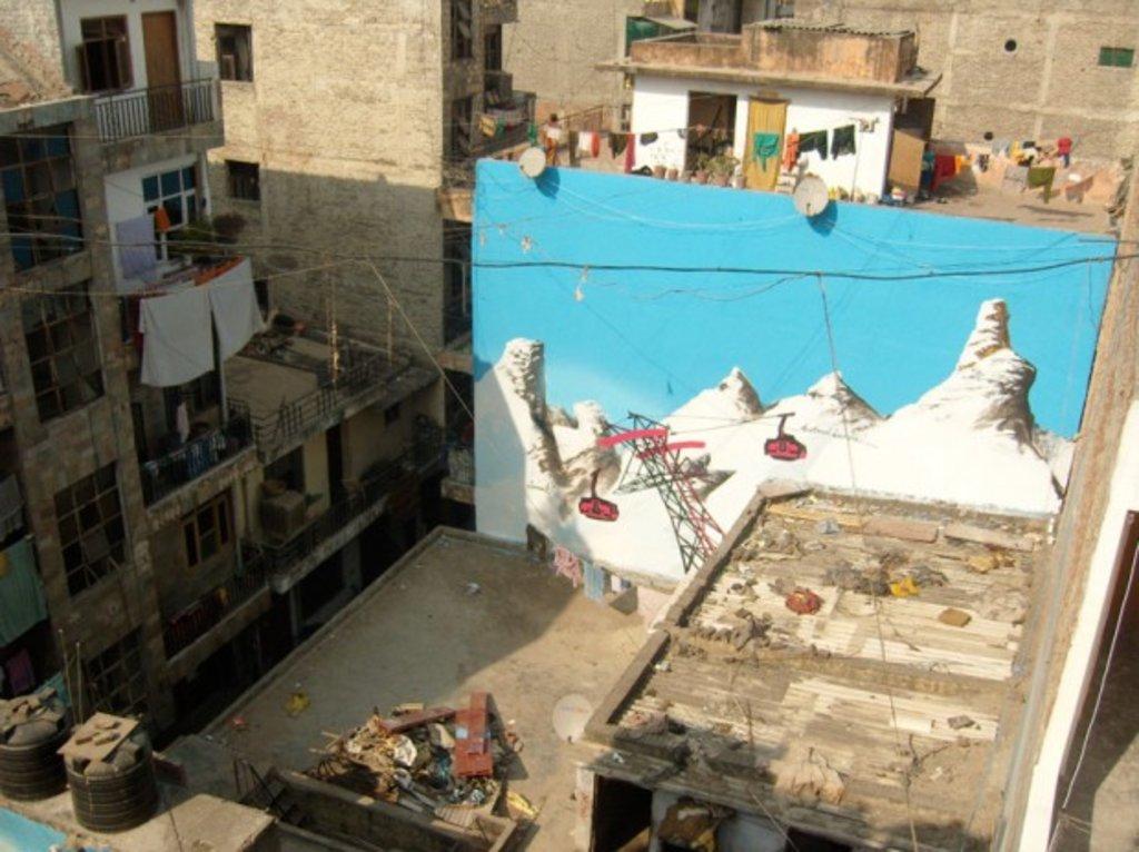 Loomit Graffiti in Dehli 2011