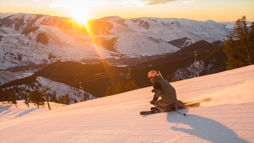 Sun Valley Ski Resort which includes snow, mountains and a sunset