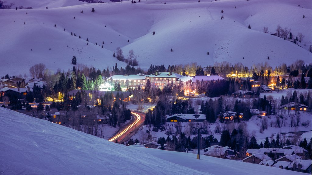 Sun Valley Ski Resort showing a city, night scenes and snow