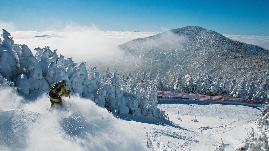 Jay Peak Ski Resort featuring snow skiing, snow and mountains