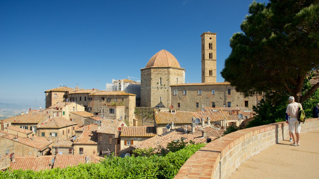 Volterra showing a city