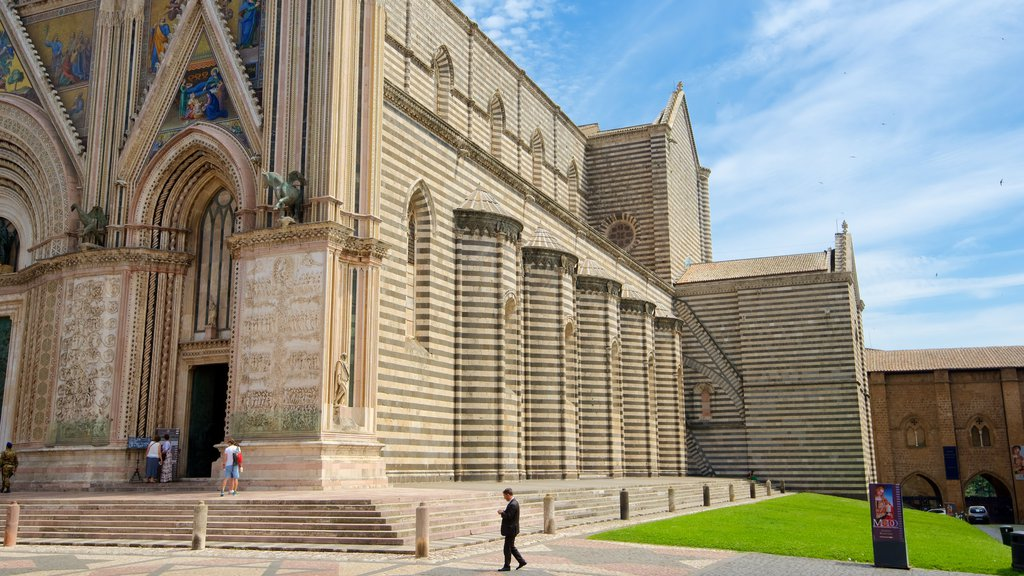 Duomo di Orvieto featuring religious elements, a church or cathedral and heritage architecture