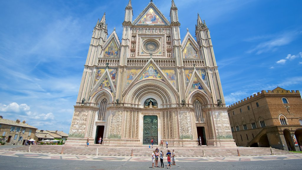 Duomo di Orvieto which includes heritage architecture, religious elements and a church or cathedral