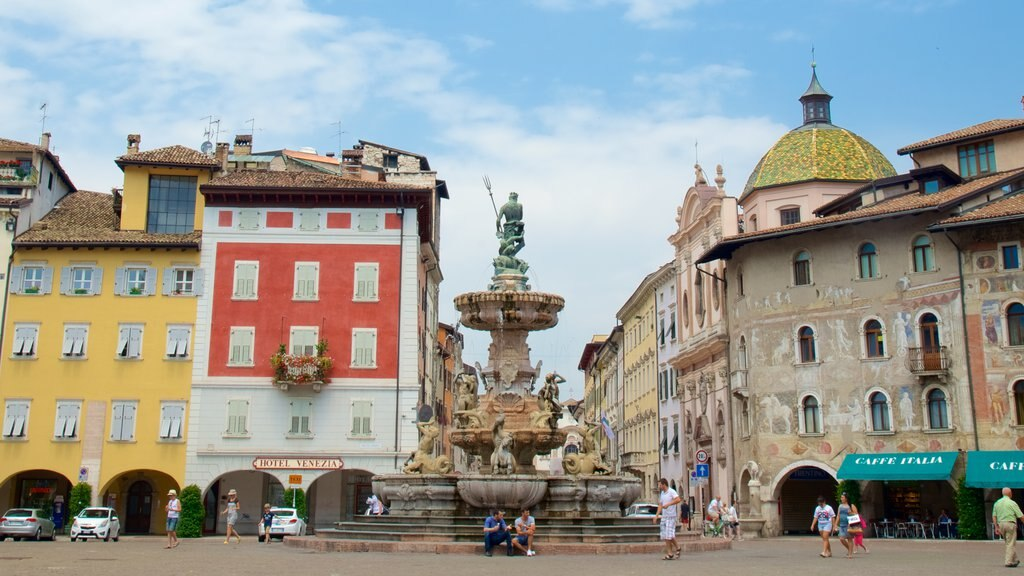 Trento showing a fountain, heritage architecture and a square or plaza