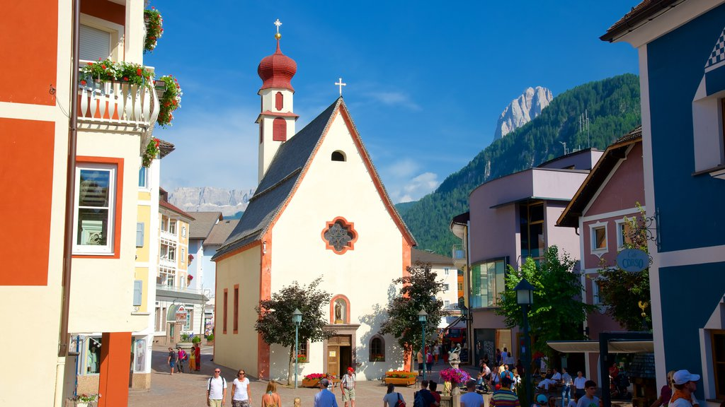 Ortisei showing a church or cathedral, heritage architecture and religious aspects