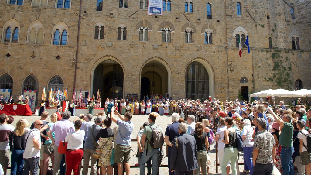 Piazza dei Priori which includes a square or plaza as well as a large group of people