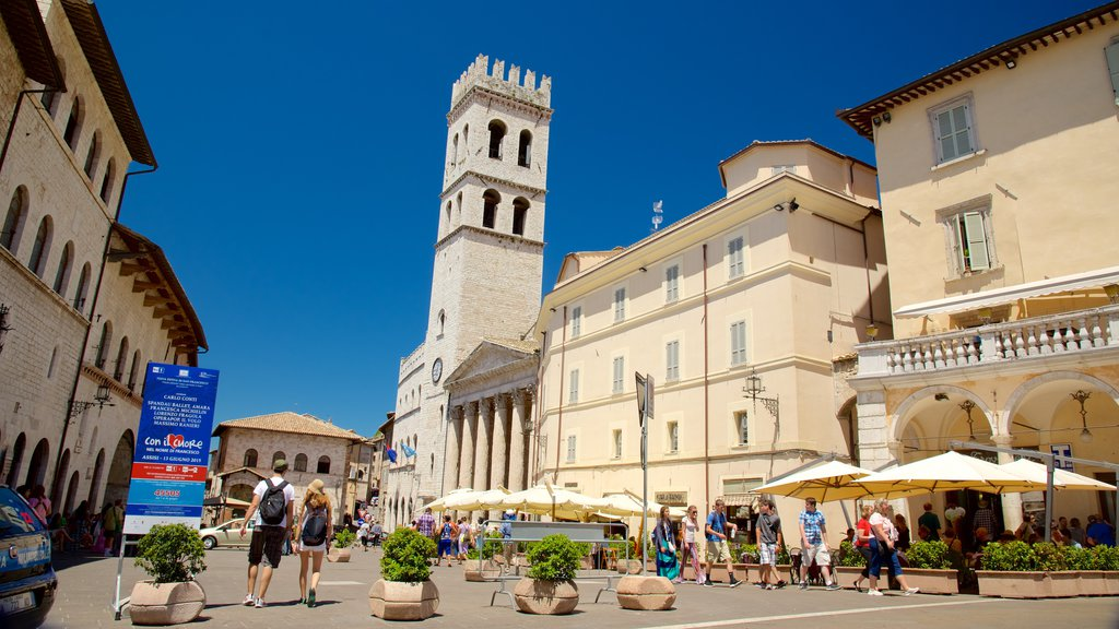 Piazza del Comune showing a square or plaza, a city and heritage architecture