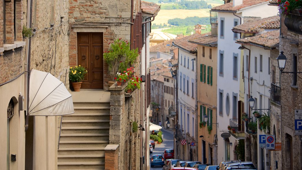 Todi featuring a small town or village, street scenes and heritage architecture