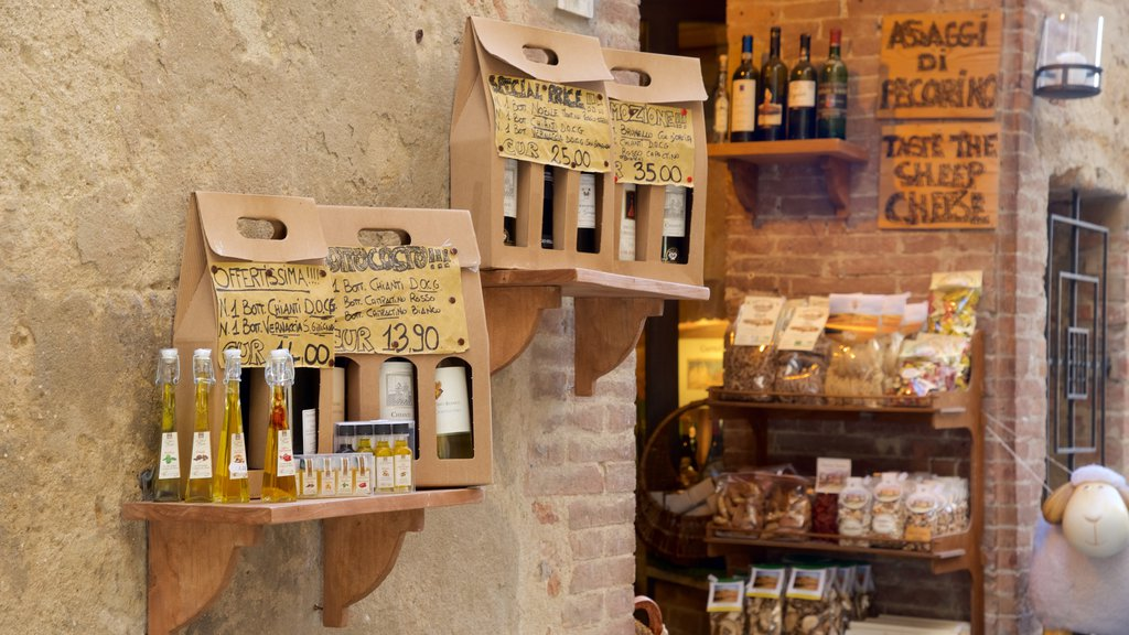 Pienza which includes food