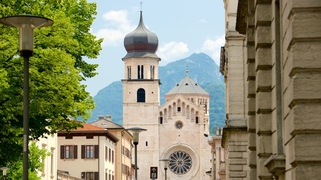 Trento which includes heritage architecture and skyline