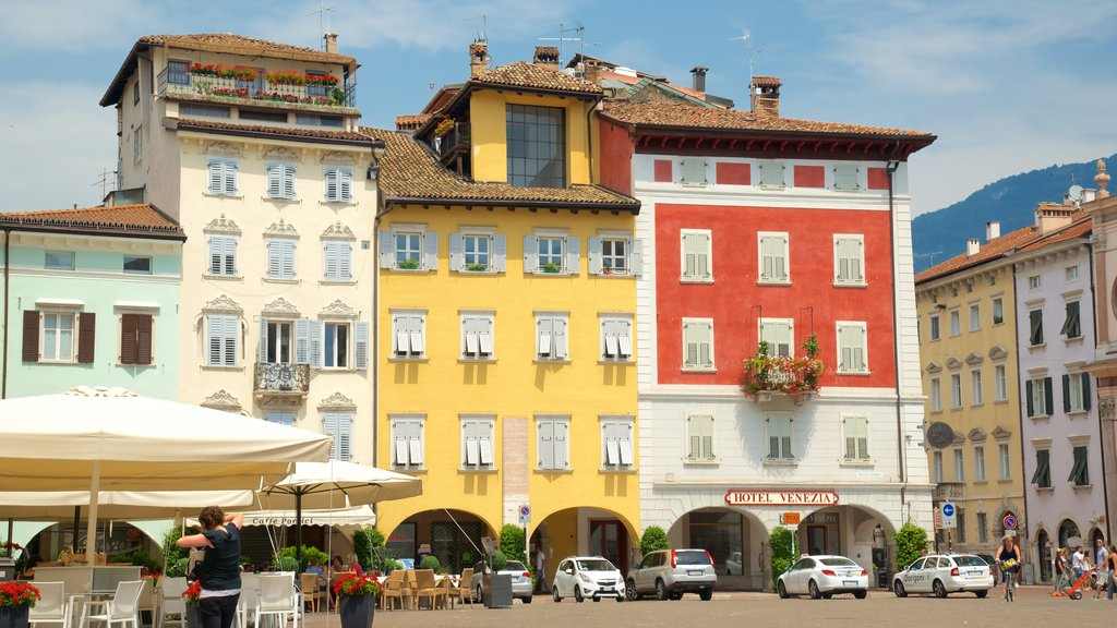 Trento which includes a city and heritage architecture