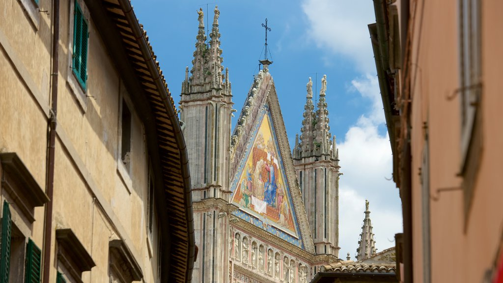 Duomo di Orvieto showing a church or cathedral, religious elements and heritage architecture