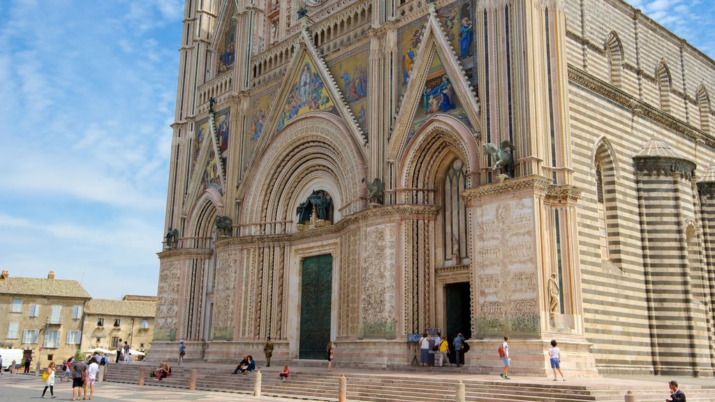 Duomo di Orvieto which includes heritage architecture, a church or cathedral and religious aspects