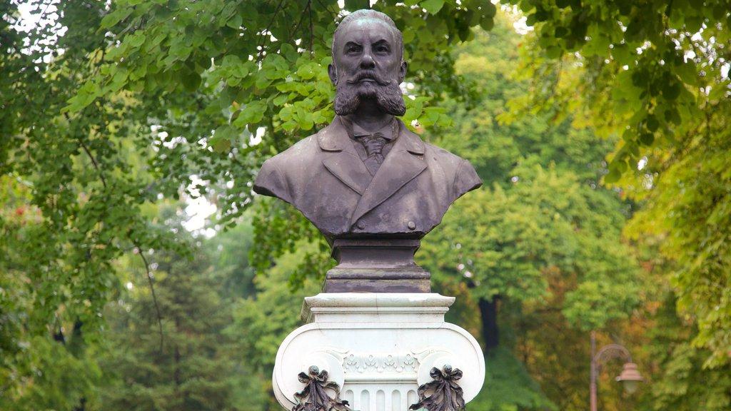 Kalemegdan Park showing a statue or sculpture