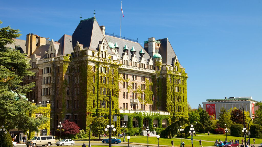 Victoria which includes a city, heritage architecture and a garden