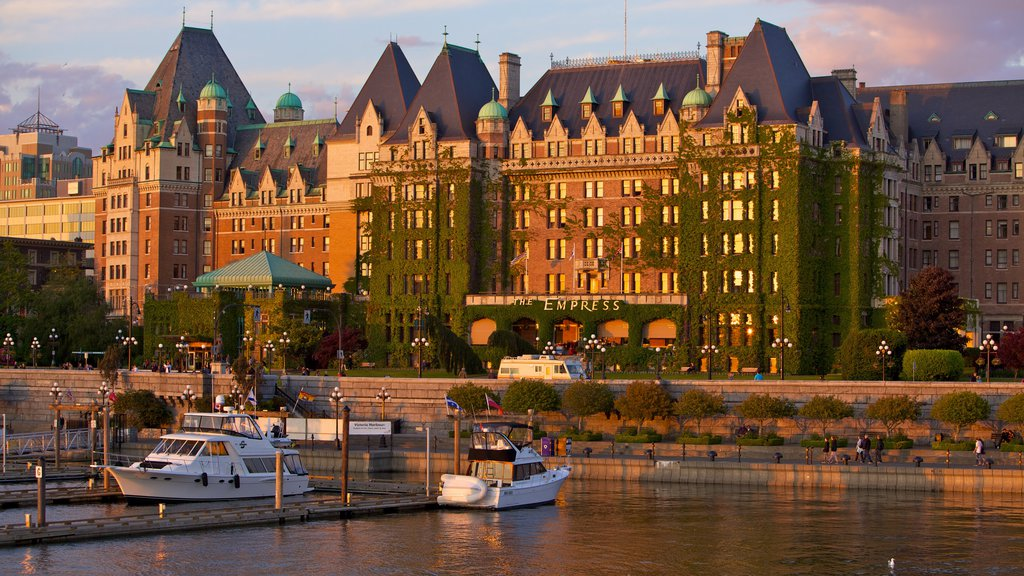 Victoria which includes a city, a river or creek and boating
