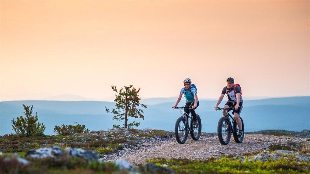 ユッラス スキー リゾート 表示 マウンテン バイク 及び 少数の人々