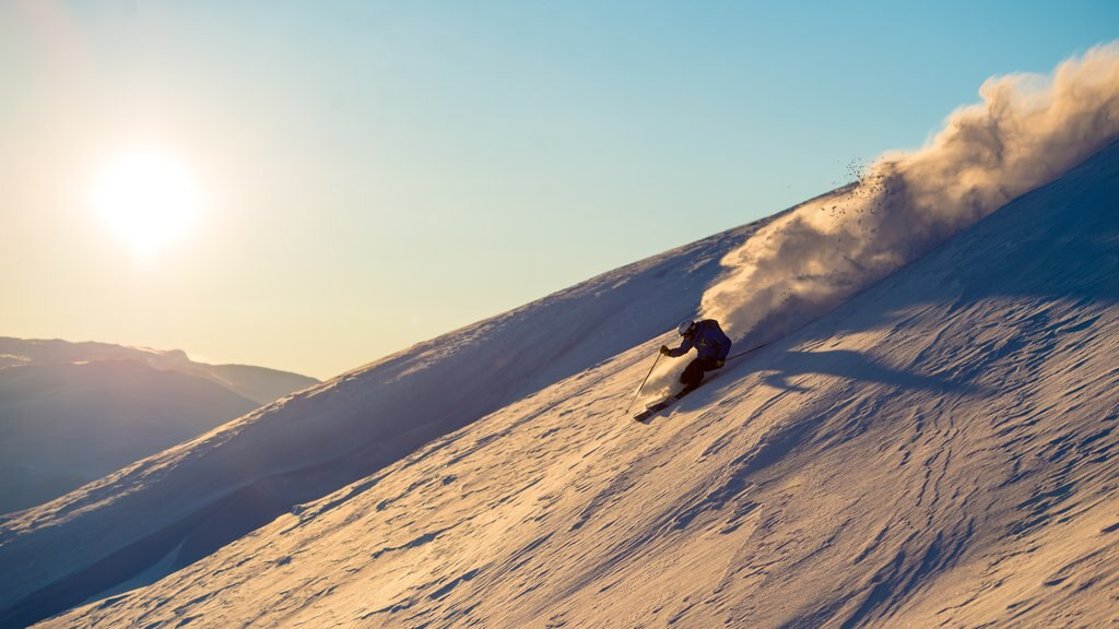 Myrkdalen which includes snow, snow skiing and a sunset