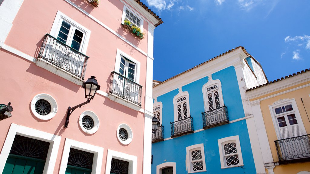 Pelourinho which includes heritage architecture and a coastal town