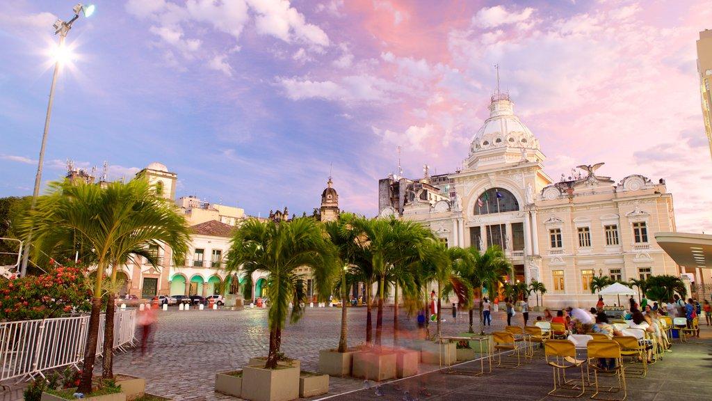 Salvador mostrando arquitetura de patrimônio, cenas de rua e cenas noturnas