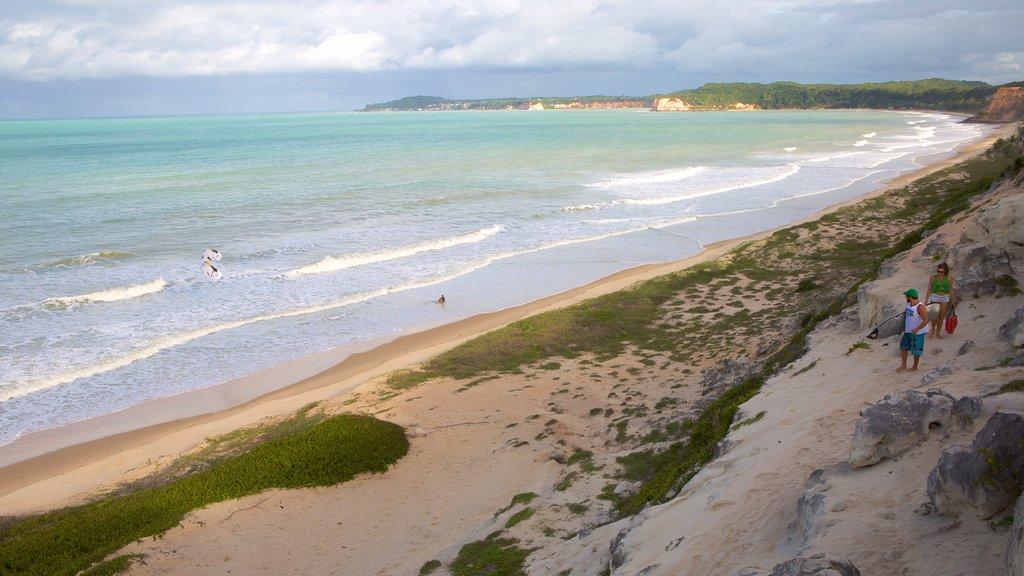 Pipa que inclui litoral rochoso, paisagens litorâneas e uma praia