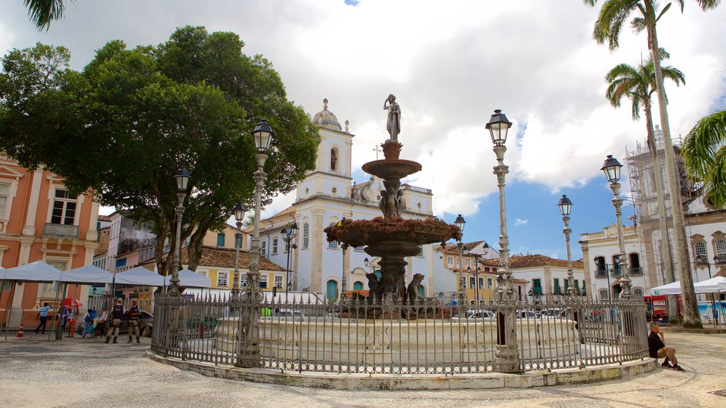 Terreiro de Jesus caracterizando uma praça ou plaza, uma estátua ou escultura e uma fonte